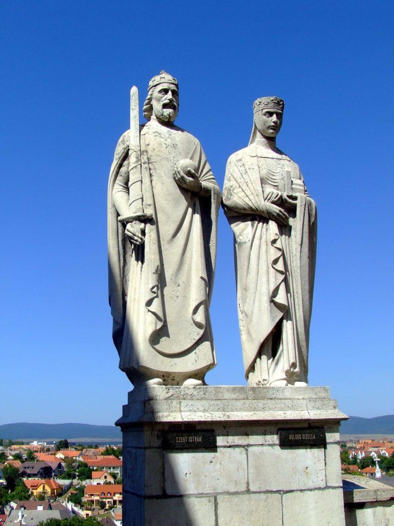 I. István és Gizella szobra Veszprémben